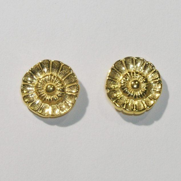 Gold plate daisy stud earrings